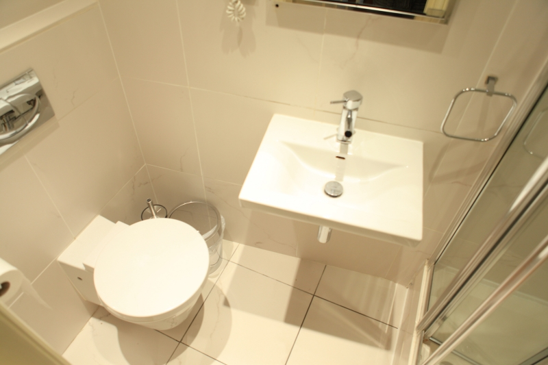 http://www.apartmentsinlondon.co.uk/wp-content/themes/realtorpress/thumbs/Apartments-in-Covent-Garden-and-West-End_Shower-Room-L-.jpg