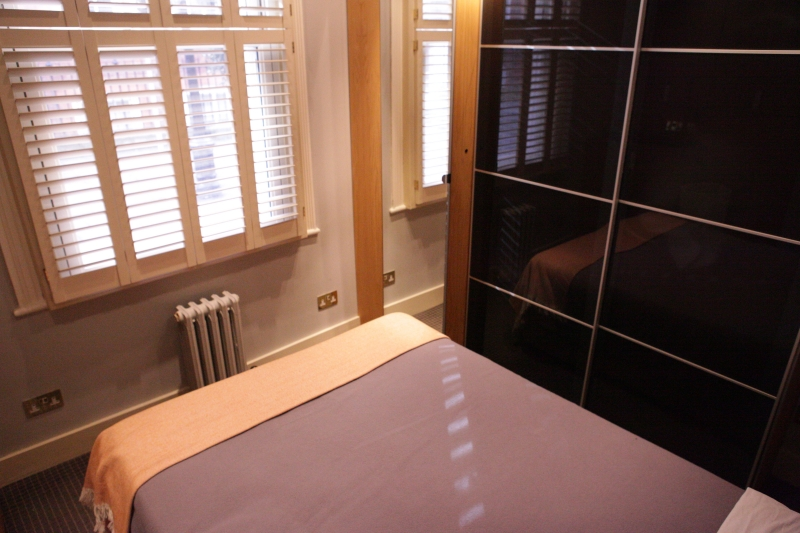 http://www.apartmentsinlondon.co.uk/wp-content/themes/realtorpress/thumbs/Apartments-in-Covent-Garden_bedroom3.jpg