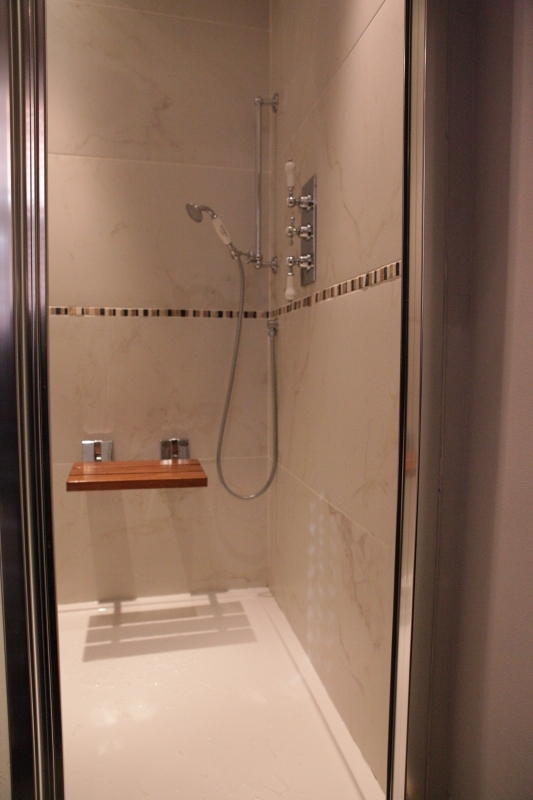 http://www.apartmentsinlondon.co.uk/wp-content/themes/realtorpress/thumbs/Apartments-in-Covent-Garden_ensuite.jpg