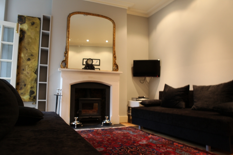 http://www.apartmentsinlondon.co.uk/wp-content/themes/realtorpress/thumbs/Apartments-in-Covent-Garden_lounge2.jpg