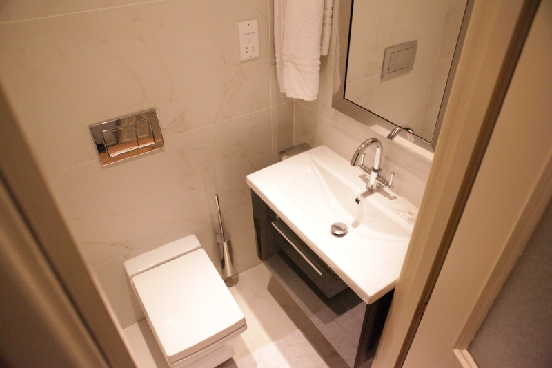 http://www.apartmentsinlondon.co.uk/wp-content/themes/realtorpress/thumbs/Apartments-in-Covent-Garden_toilet.jpg